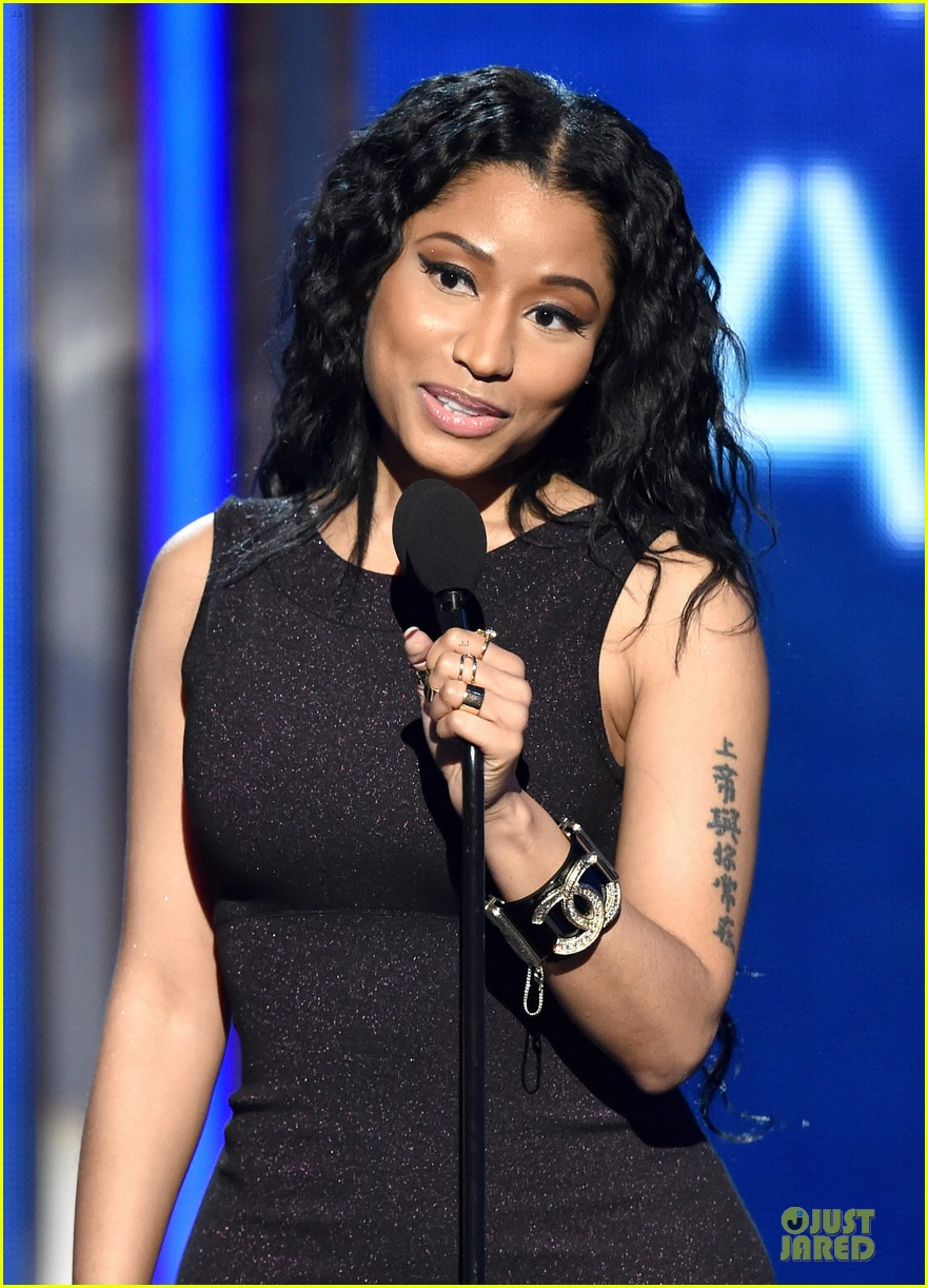 nicki minaj changes to accept female hip hop artist 08