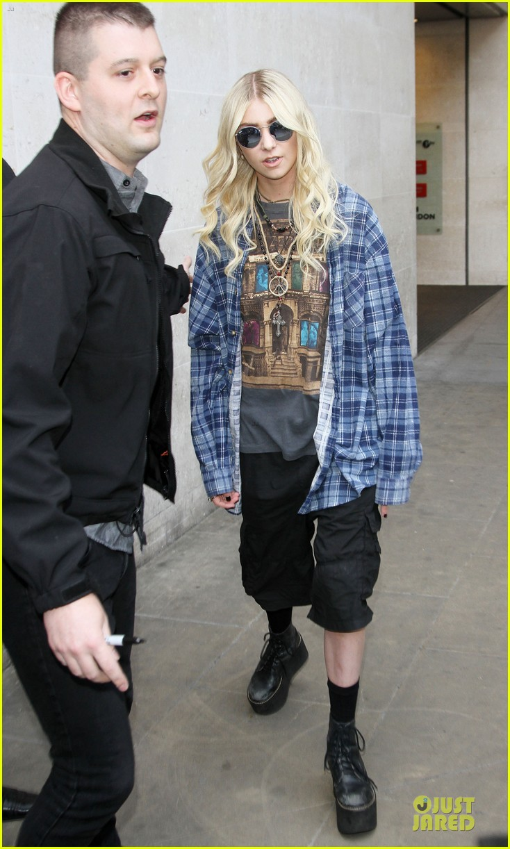 taylor momsen brings rock music to europe 143135738