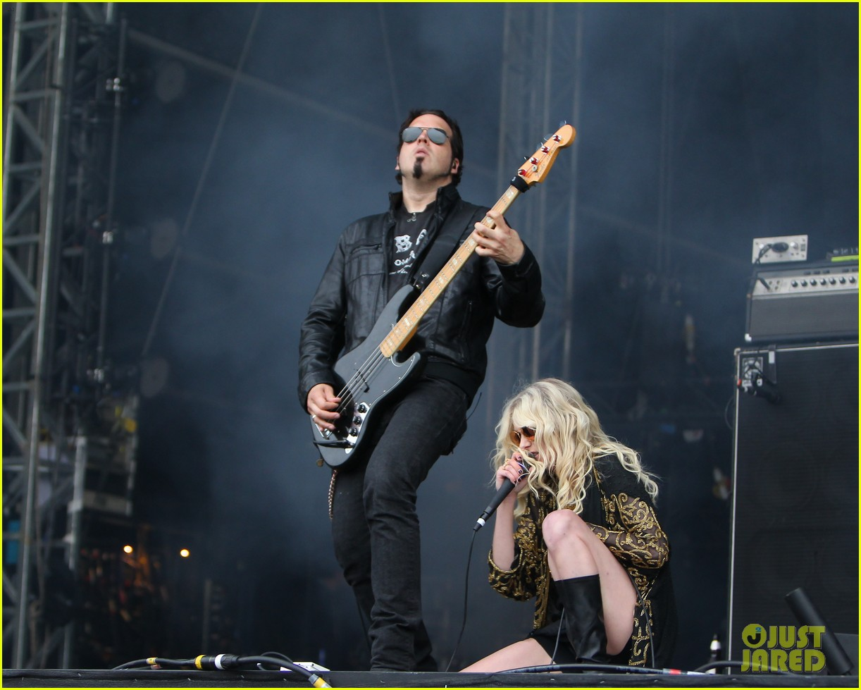 taylor momsen pretty reckless messed up world video 11
