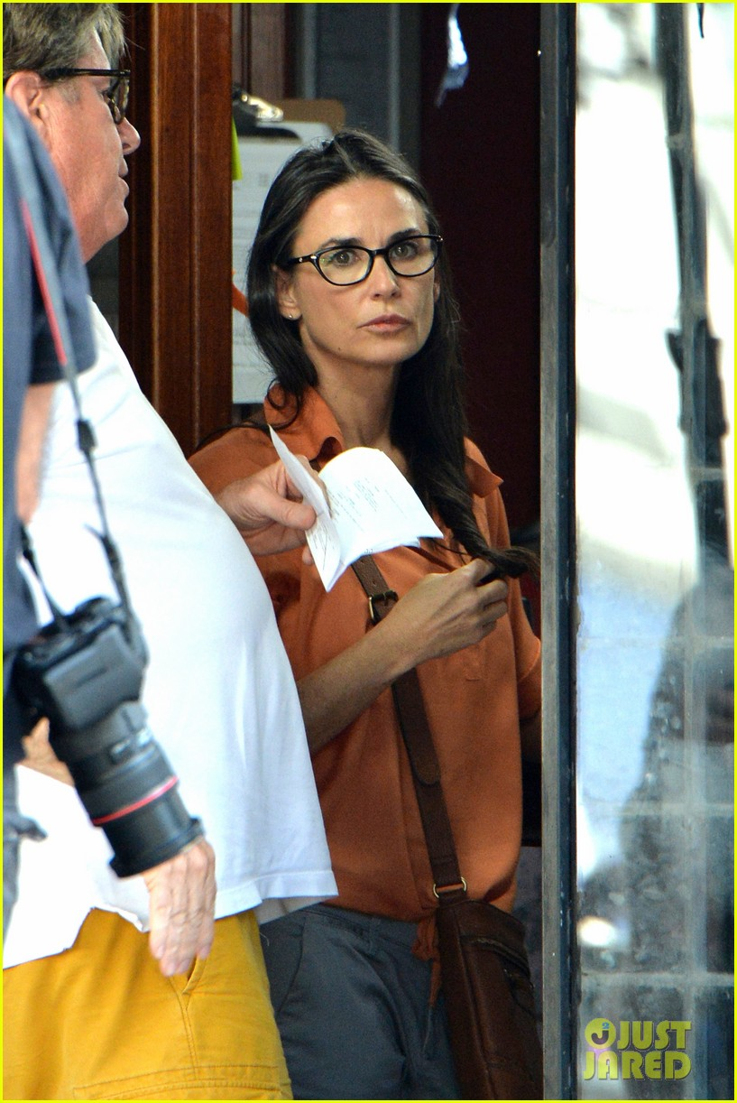 demi moore gets back to the grind begins filming wild oats 023141653
