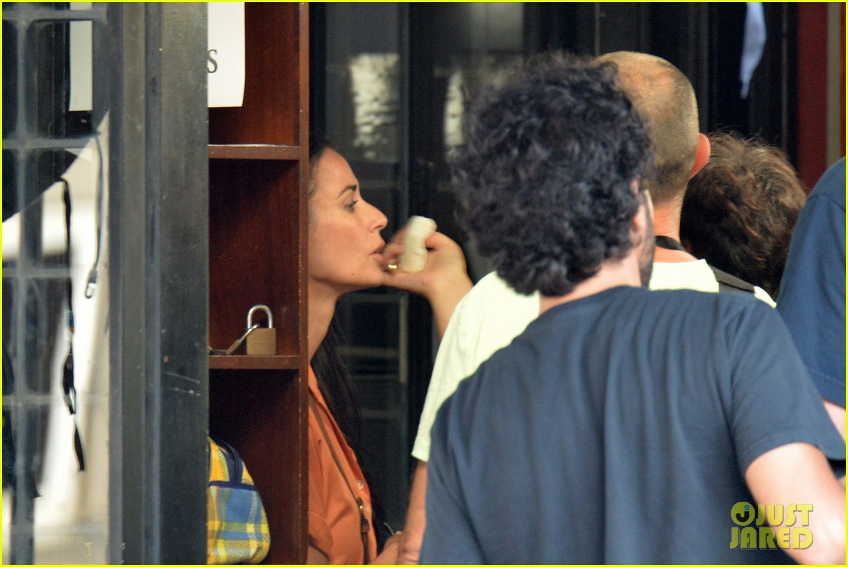 demi moore gets back to the grind begins filming wild oats 08