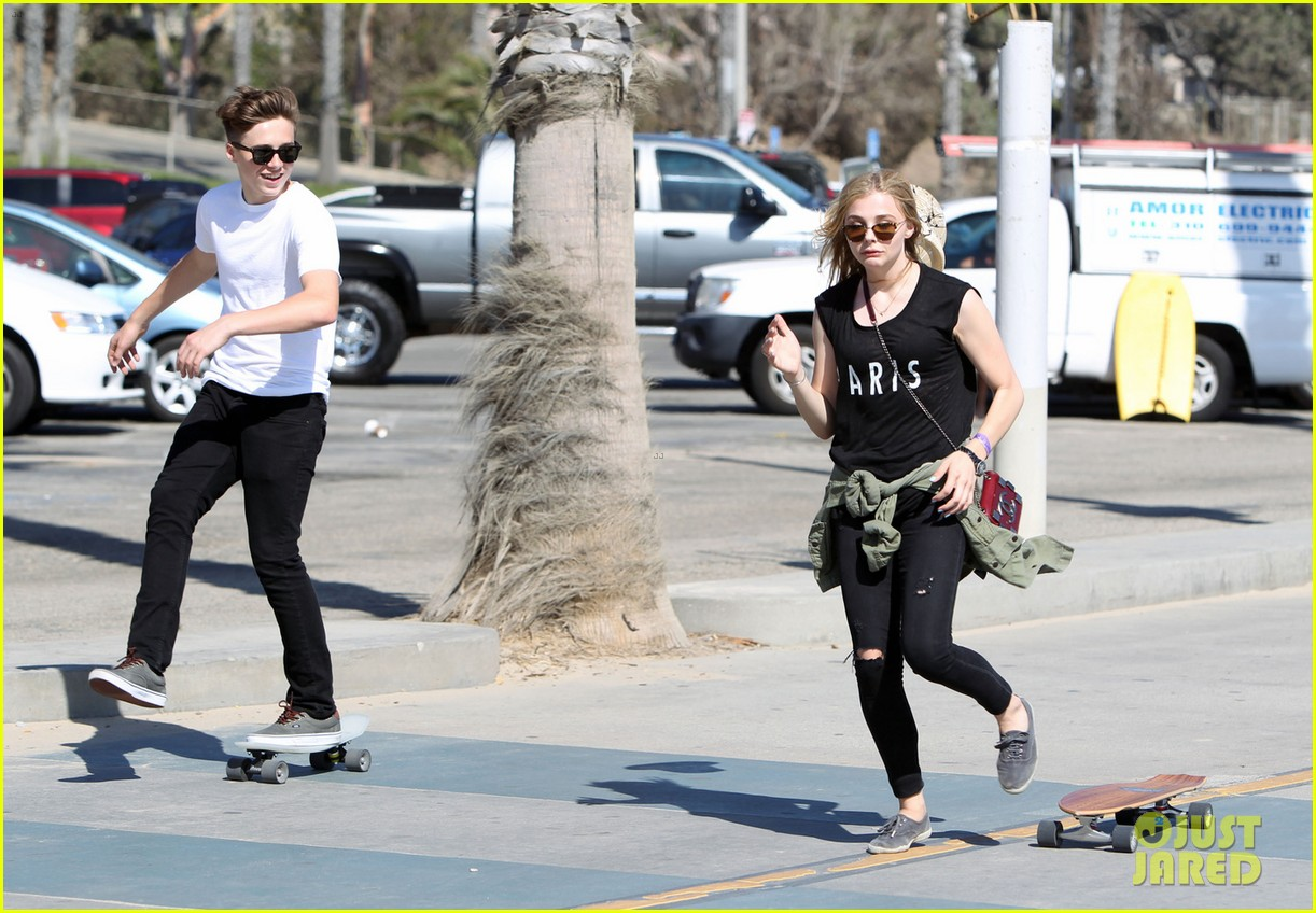chloe moretz went skateboarding with brooklyn beckham 023126605