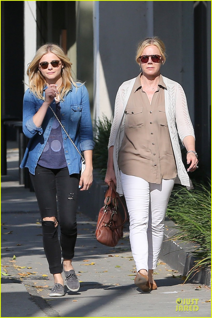 chloe moretz james to onerepublic at hollywood bowl 01