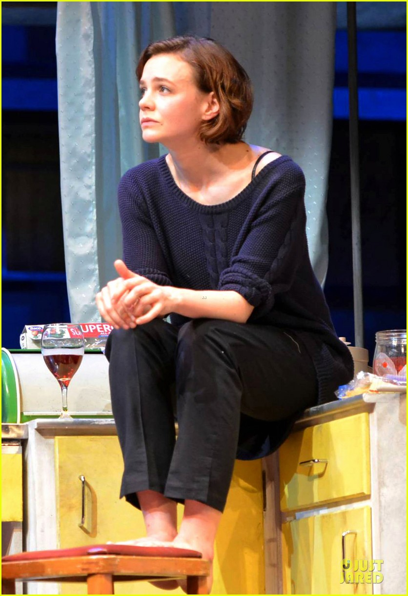 carey mulligan bill nighy embrace in skylight opening 023130581