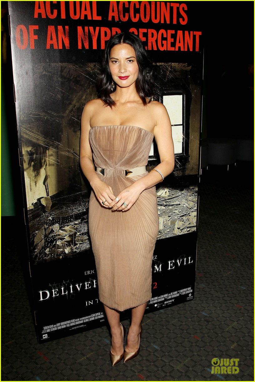 olivia munn aaron rodgers look perfect for deliver us from evil screening 013142724