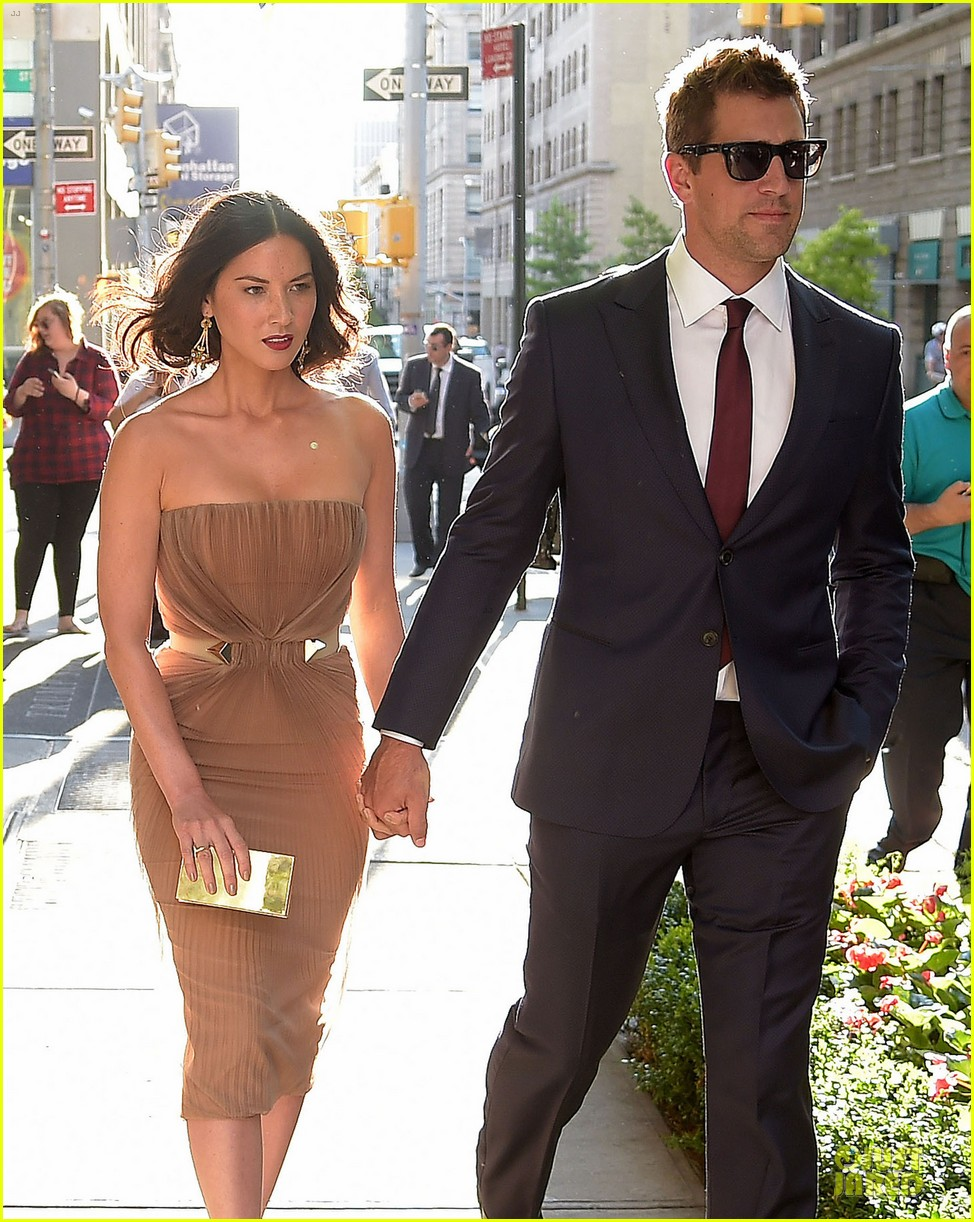 olivia munn aaron rodgers look perfect for deliver us from evil screening 063142729
