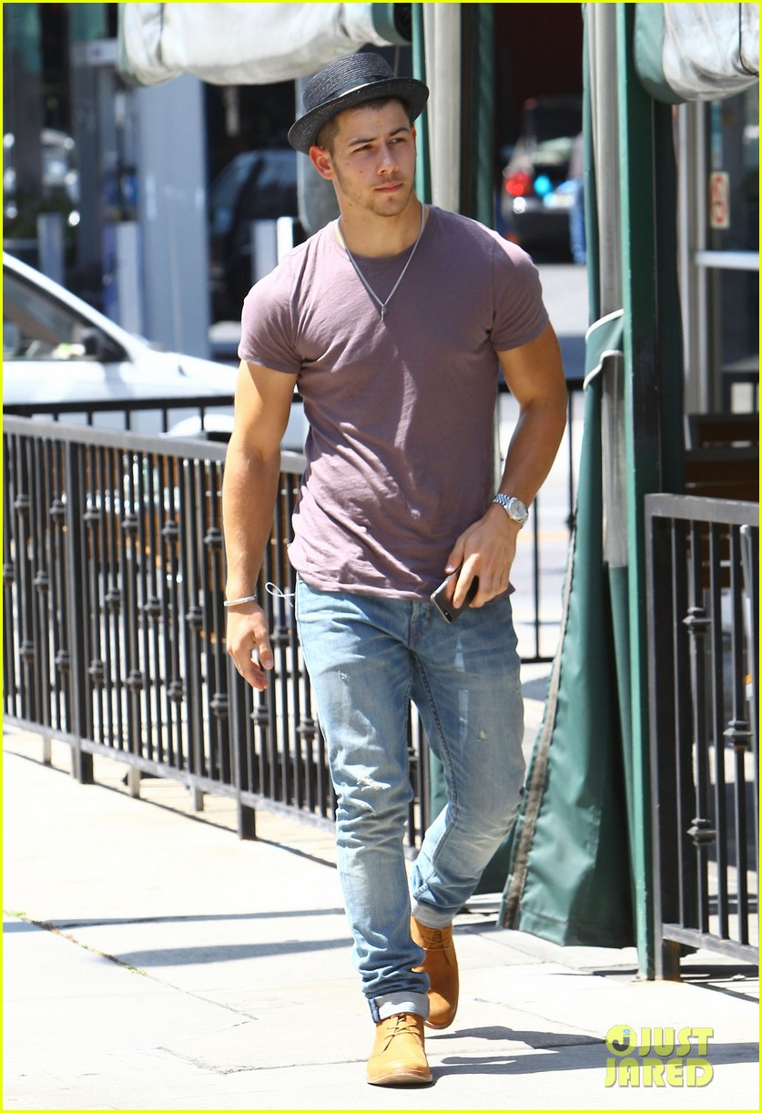 nick jonas joe jonas blanda hugos lunch 05