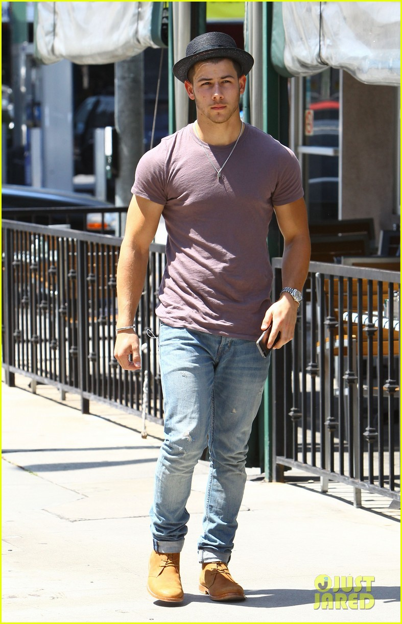 nick jonas joe jonas blanda hugos lunch 133134847