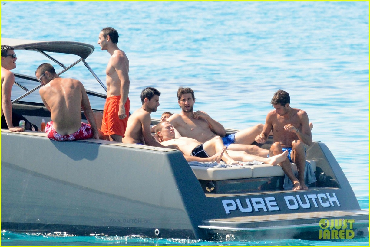 novak djokovic continues his bachelor party beach vacation 063135151