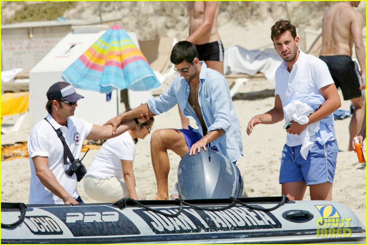 novak djokovic continues his bachelor party beach vacation 15