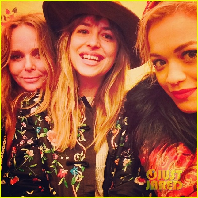 rita ora dakota johnson 50 shades of grey reunion 03