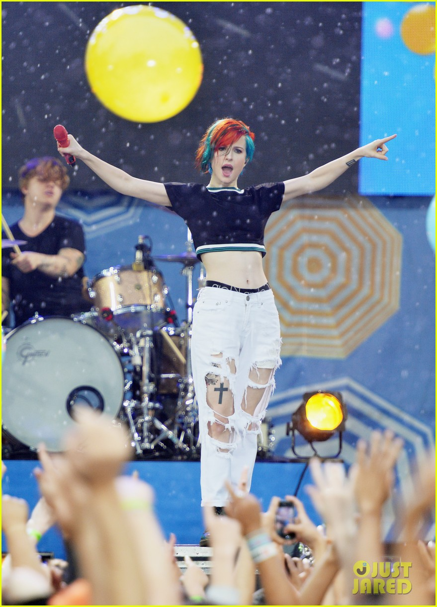 paramore get drenched during gma concert 013134689