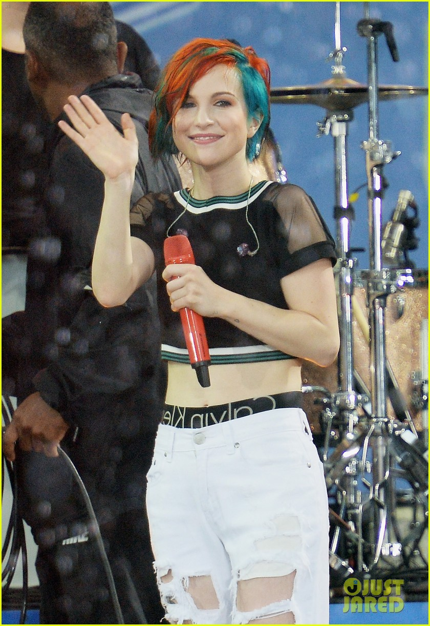paramore get drenched during gma concert 07