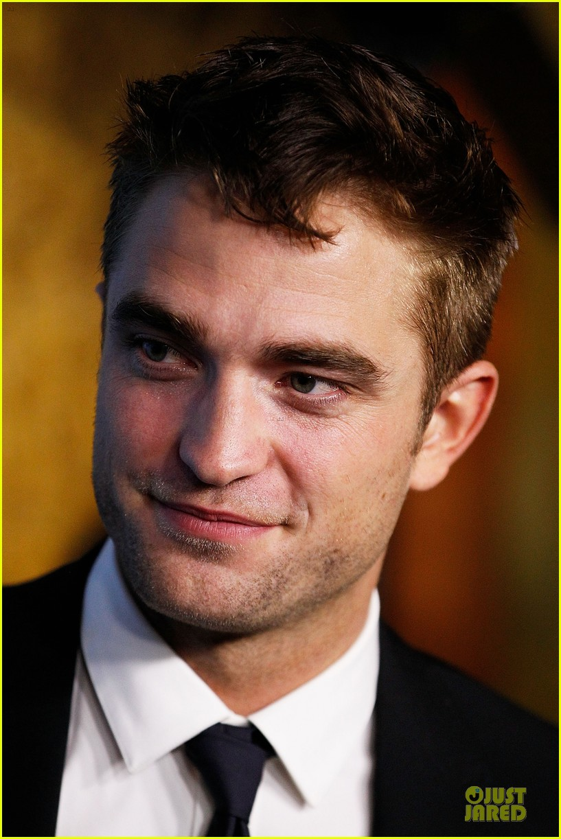 robert pattinson dapper rover sydney premiere 04