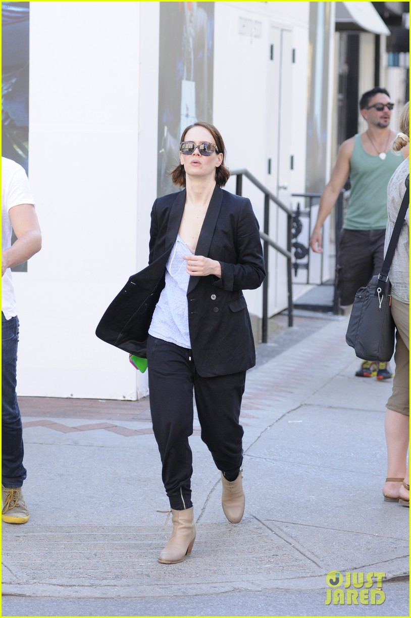 sarah paulson beau stroll around new york 02