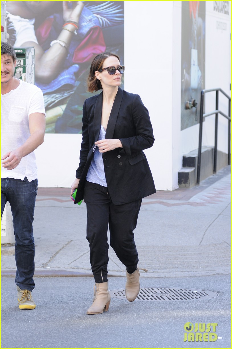 sarah paulson beau stroll around new york 12
