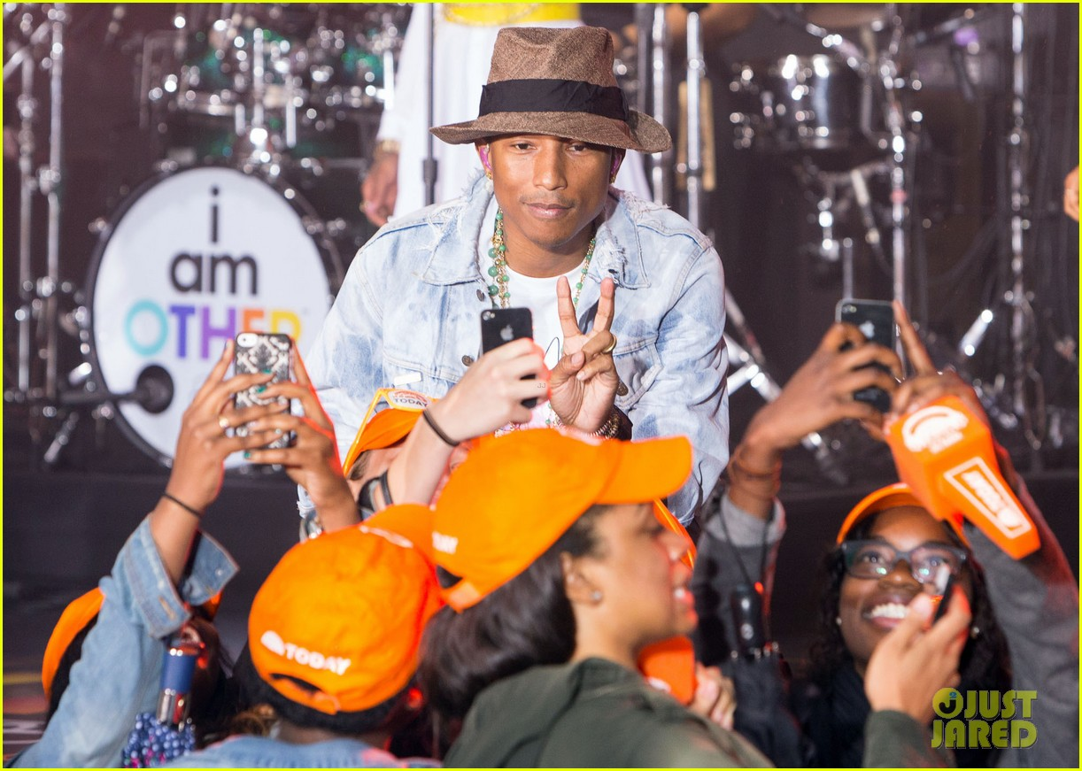 pharrell performs happy come get it bae on today show 013128823