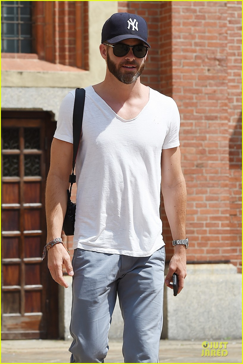 chris pine capture moments in italy 19