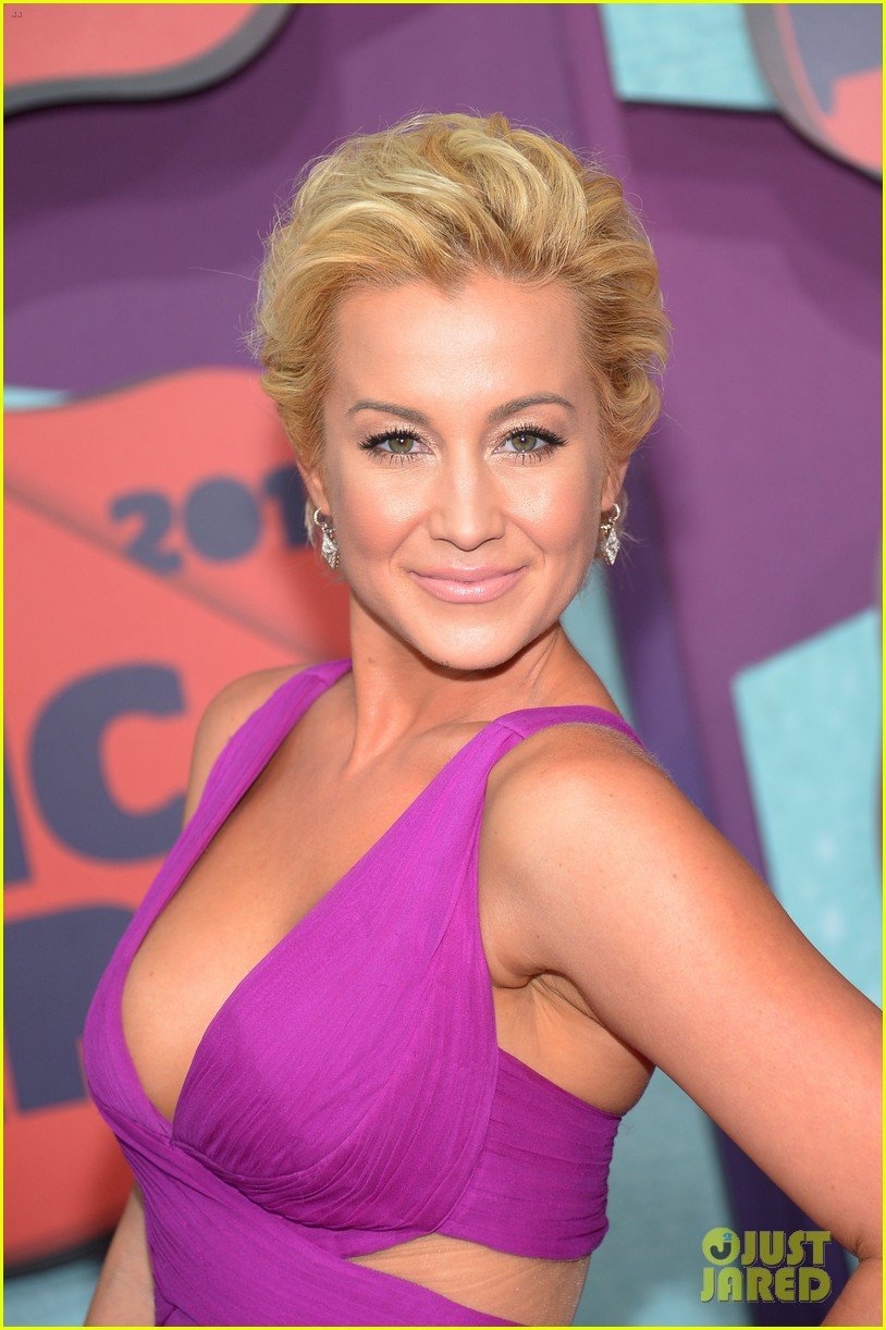 cassadee pope kellie pickler cmt music awards 2014 103128302
