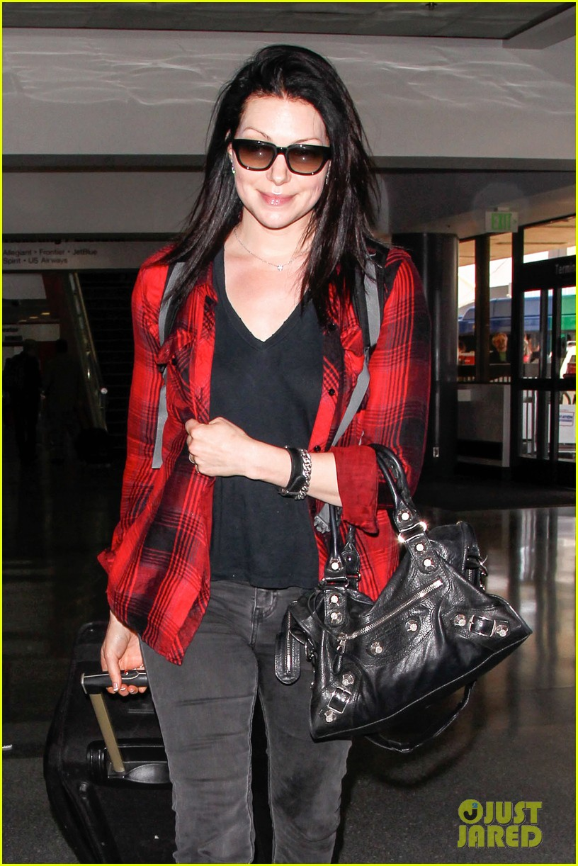 laura prepon lax after critics choice win 013140357