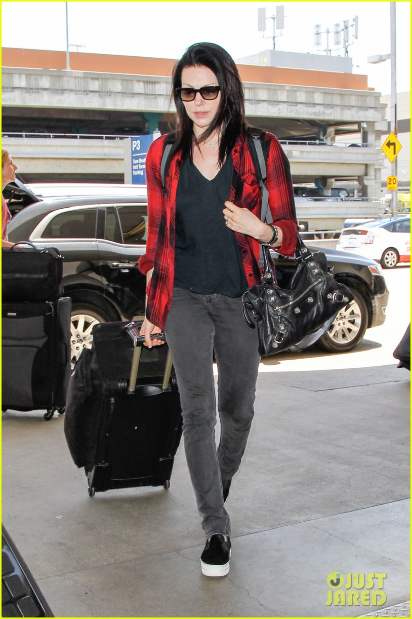 laura prepon lax after critics choice win 02