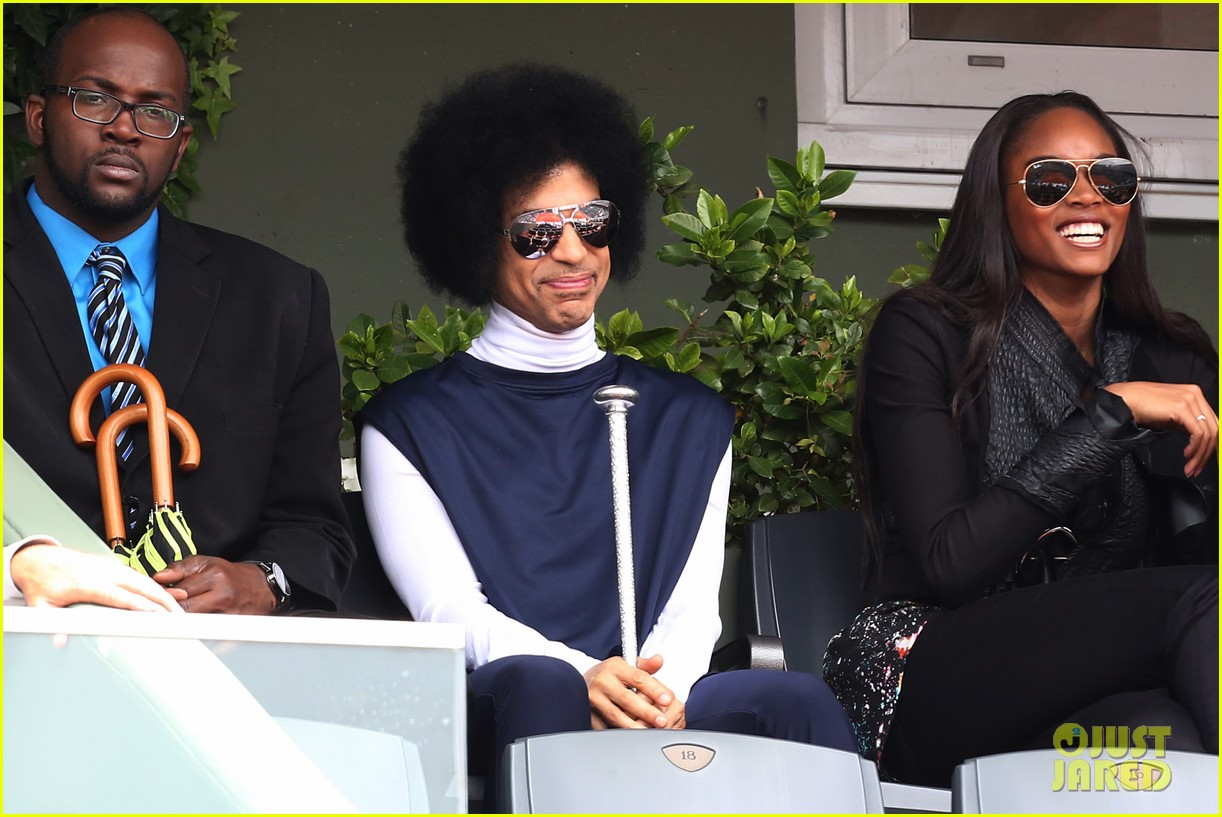 prince holds court with his sceptor at the french open 03