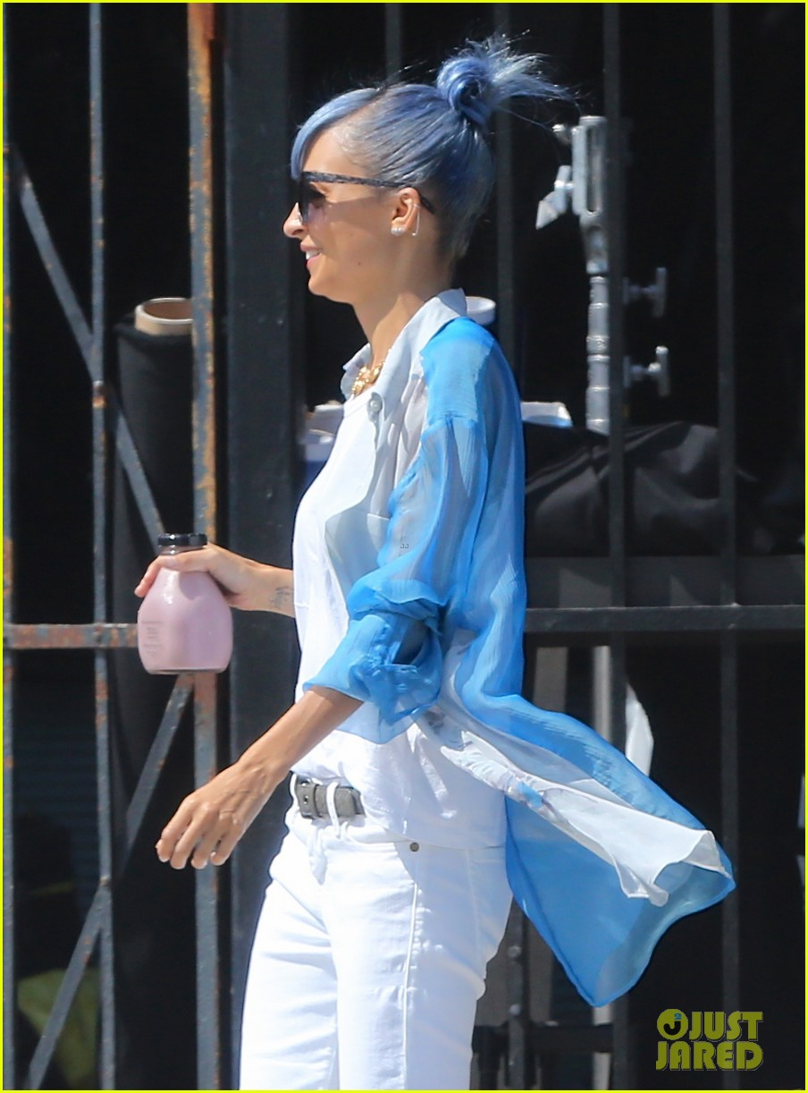 nicole richie debuts new blue hair 043134969