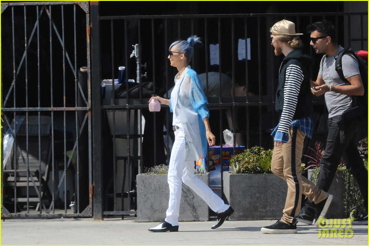 nicole richie debuts new blue hair 213134986