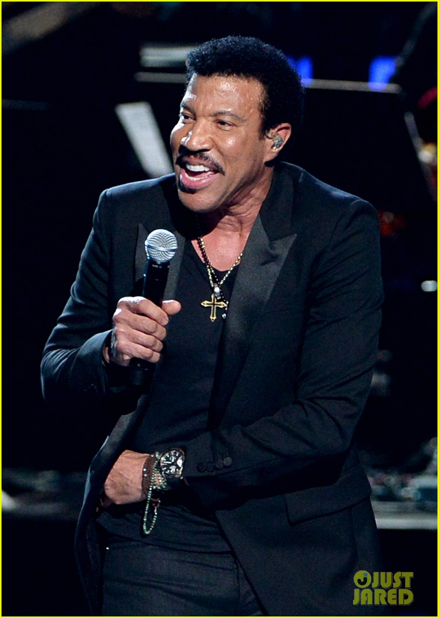 lionel richie name spelled wrong at bet awards 2014 01
