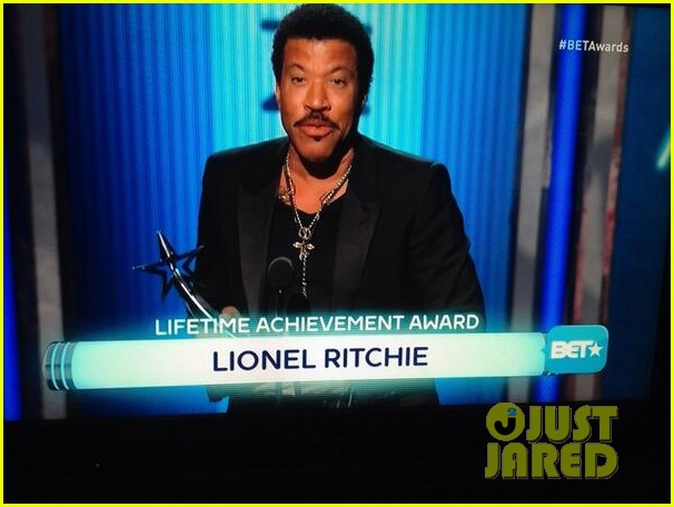 lionel richie name spelled wrong at bet awards 2014 03