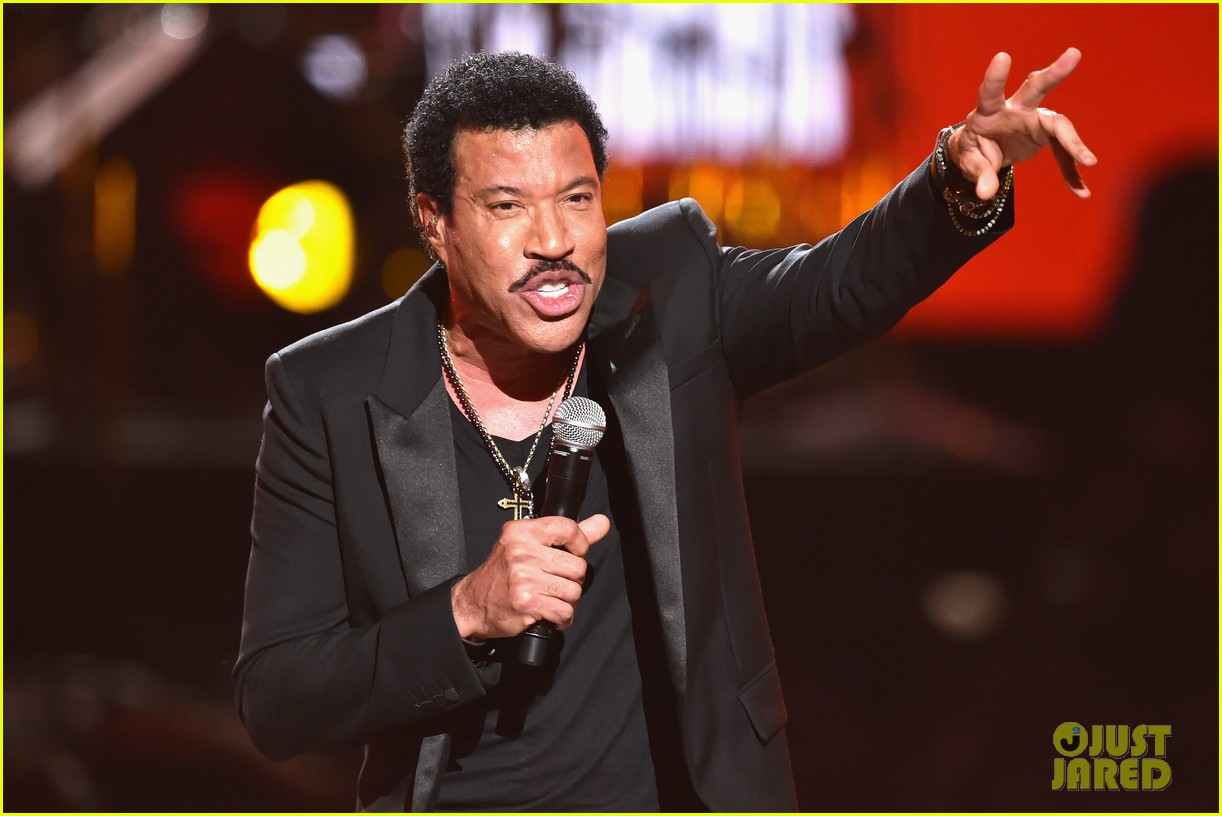 lionel richie name spelled wrong at bet awards 2014 05