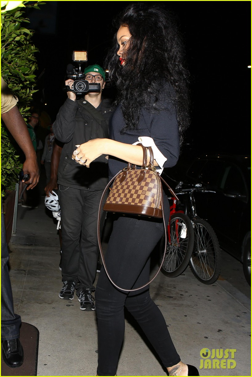 rihanna chris martin share a friendly dinner 20