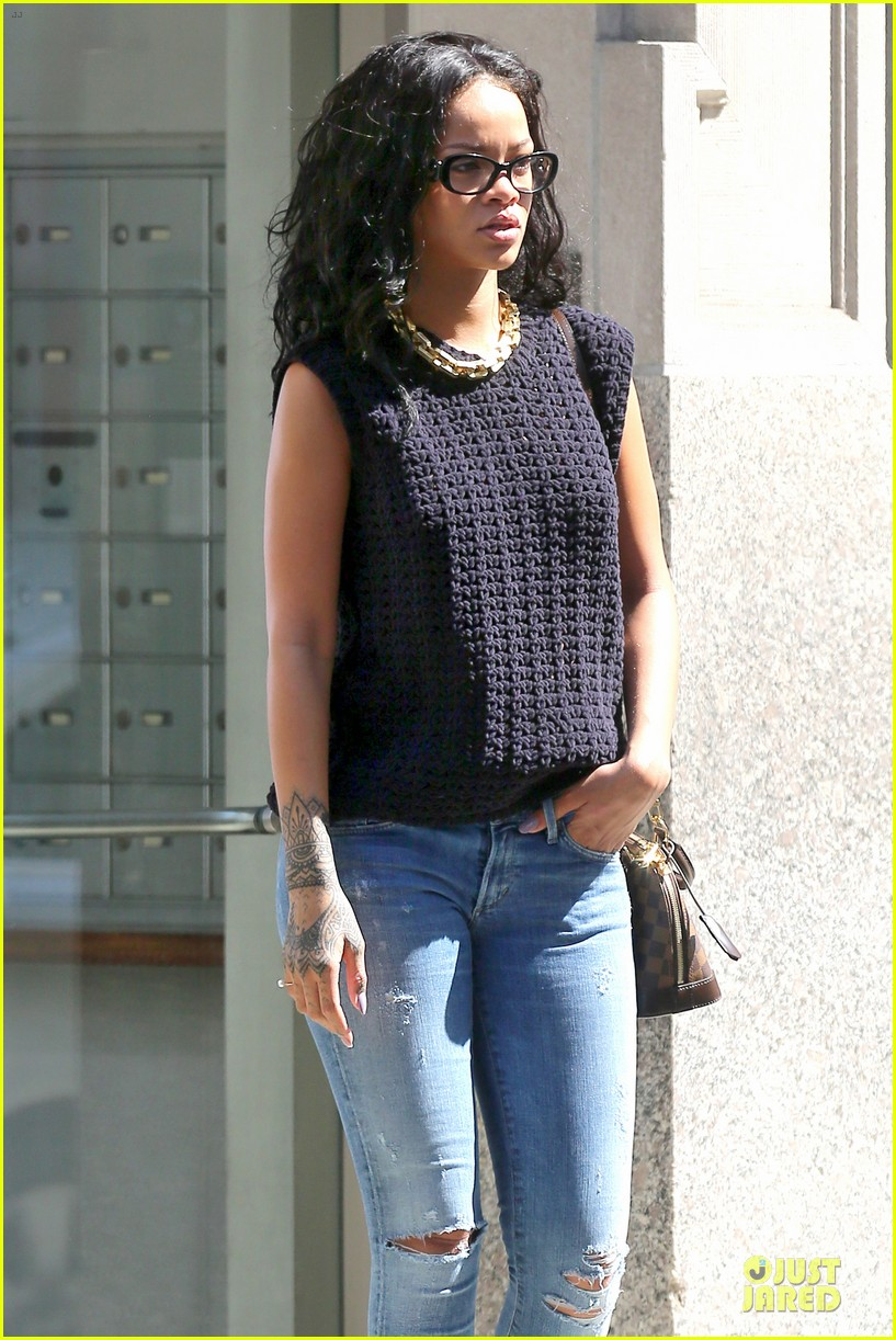 rihanna channel inner nerd in nyc 08