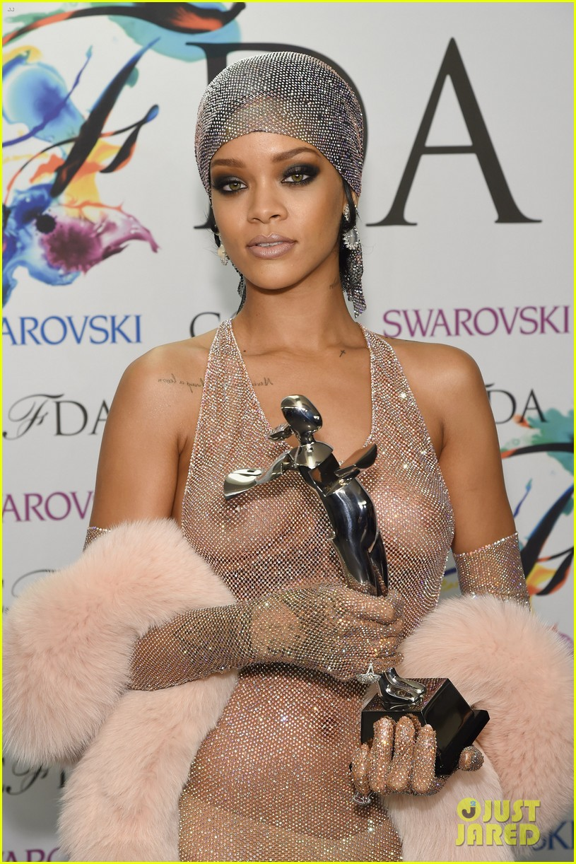 rihanna stylist talks her so naked dress at cfda awards 15