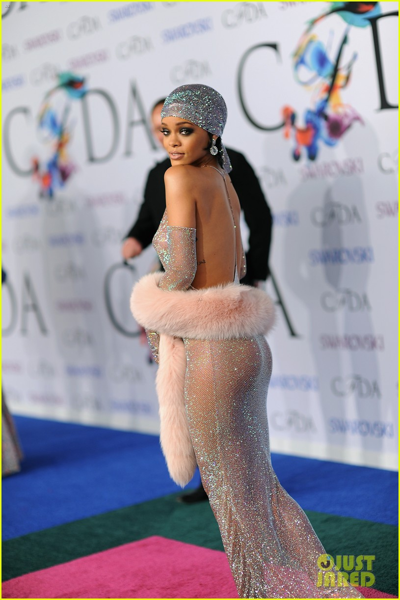 rihanna stylist talks her so naked dress at cfda awards 20