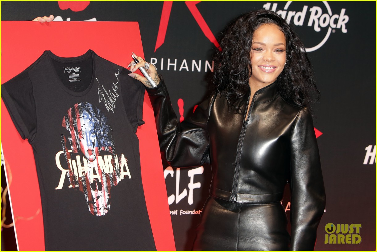 rihanna launches limited edition t shirt for charity 10