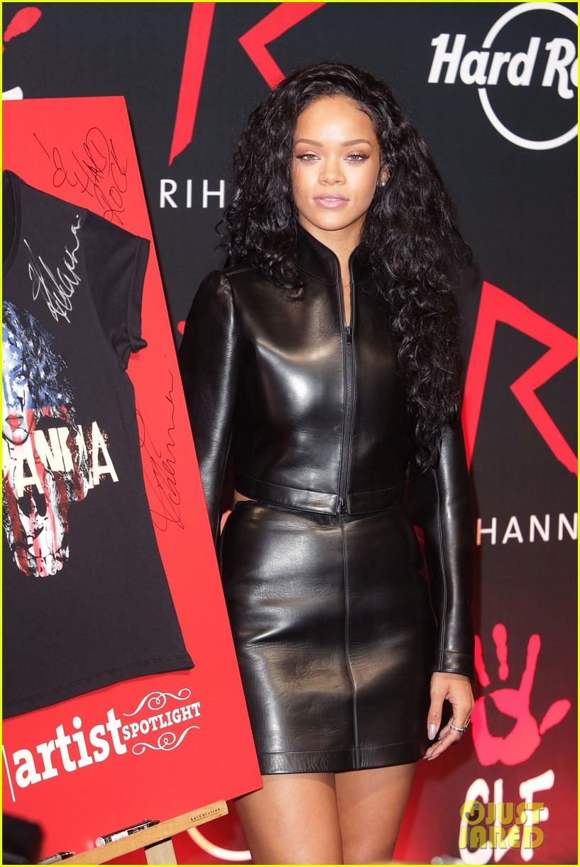 rihanna launches limited edition t shirt for charity 12