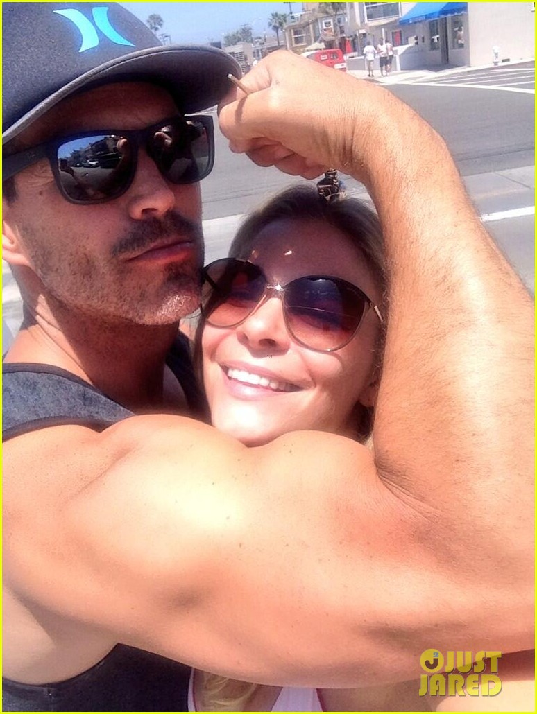 leann rimes rests her head on eddie cibrians huge bicep 013138414
