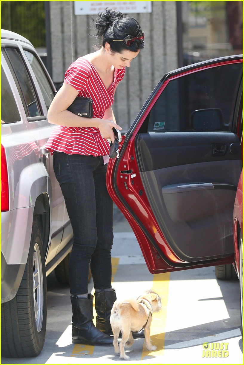 krysten ritter lovely buddy in her life 11