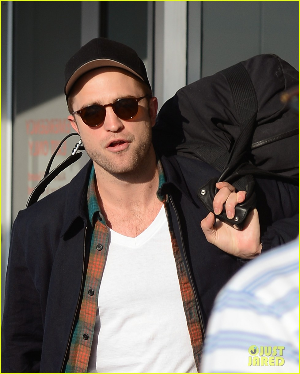 robert pattinson overcome confidence issues 03