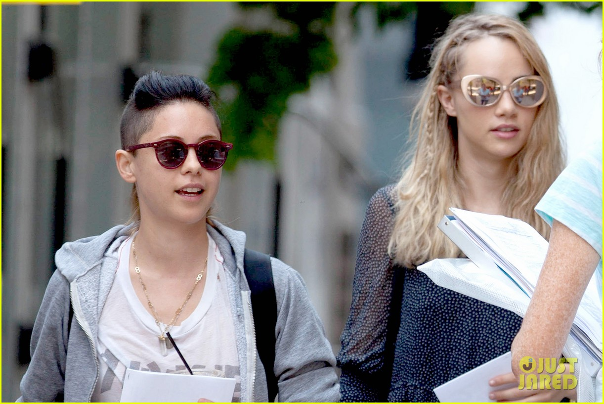 suki waterhouse rosa salazar insurgent set 05