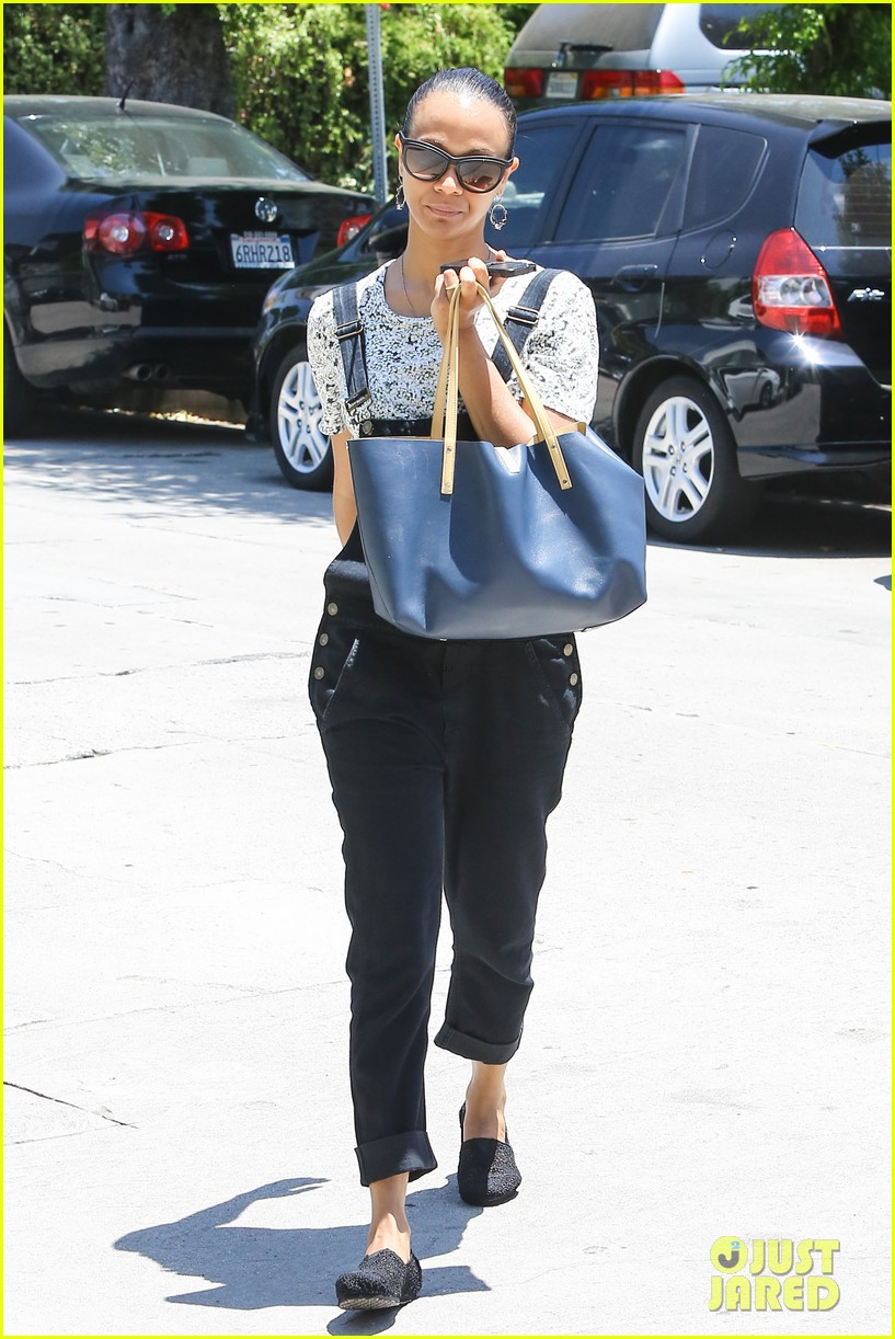 zoe saldana covers her belly after pregnancy rumors surface 10