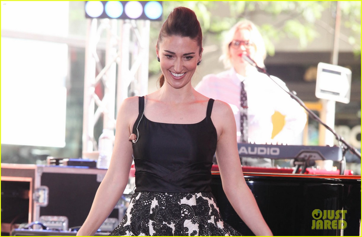 sara bareilles performs brave on today show 03