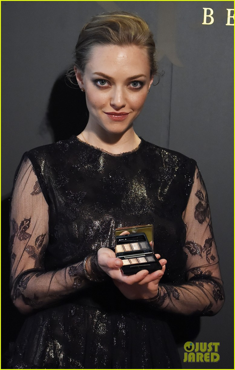 amanda seyfried touches down in tokyo for shiseido cle de peau beaute press conference 04