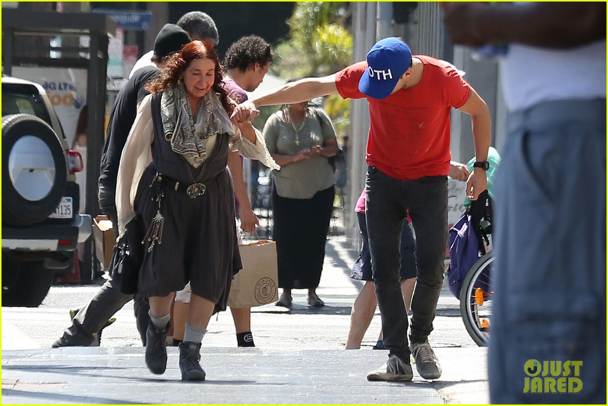 shia labeouf holds hands with his mom while out to lunch 03