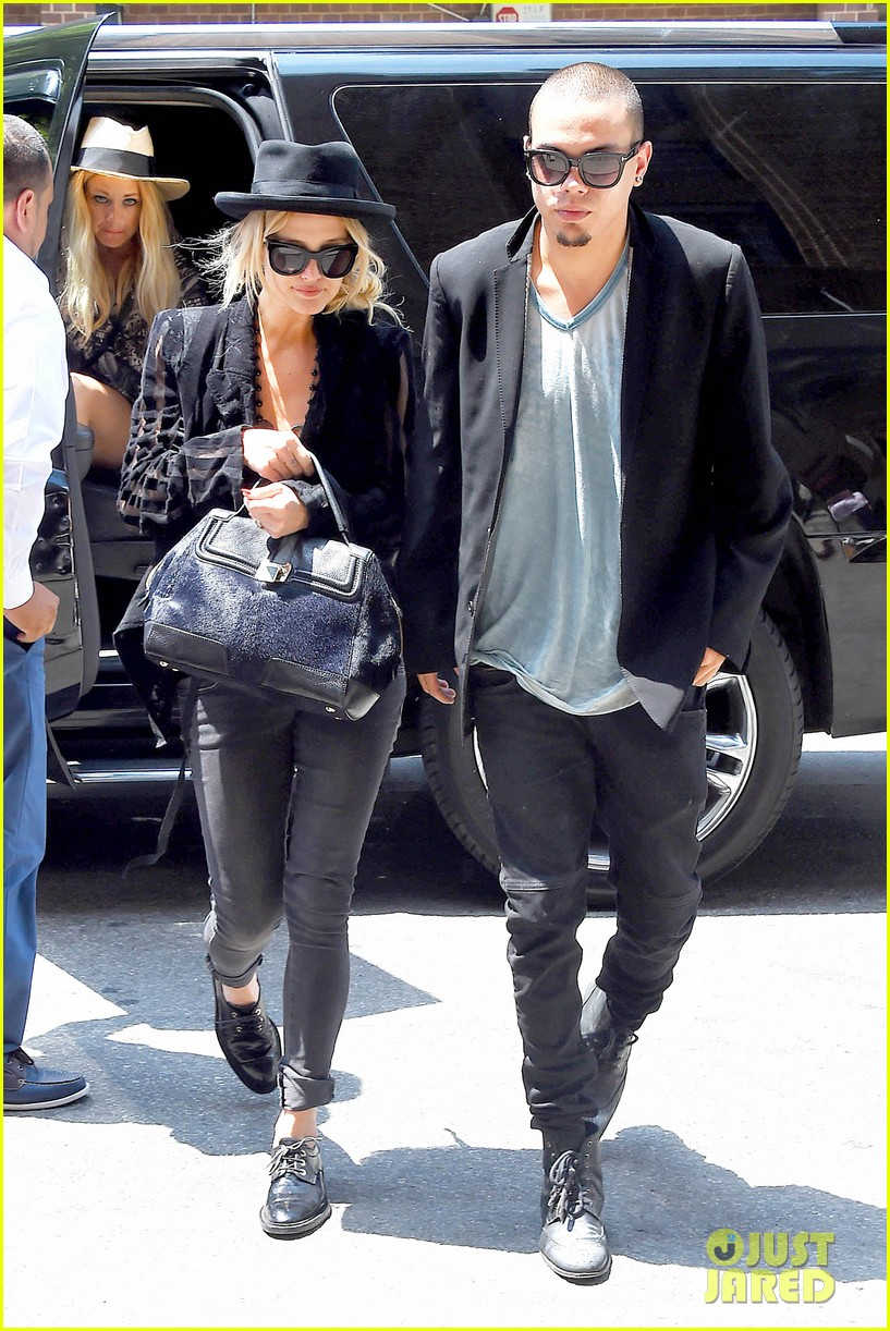 ashlee simpson evan ross say goodbye to new york city 06