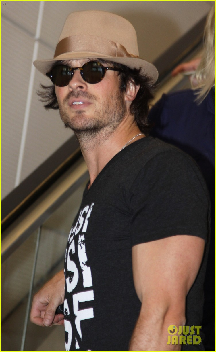 ian somerhalder definitely the hottest man in dc right now 013141912