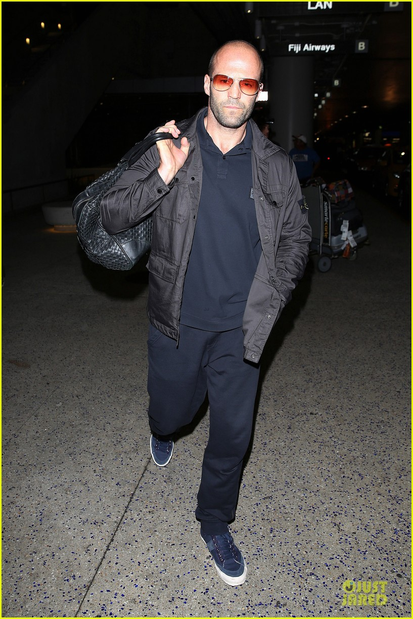 jason statham brings back barely anything to la 07