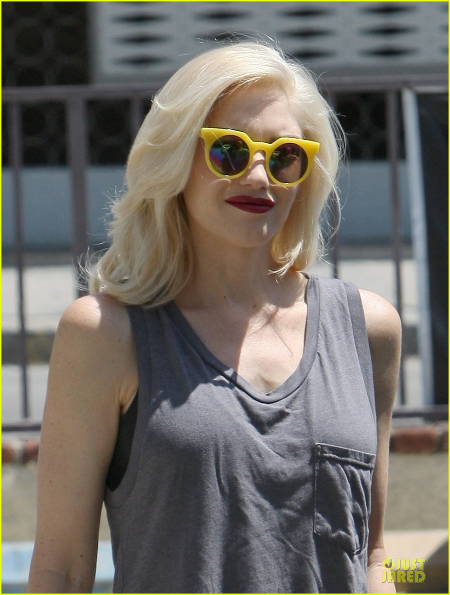 gwen stefani pharrell williams holla in voice clip watch now 02