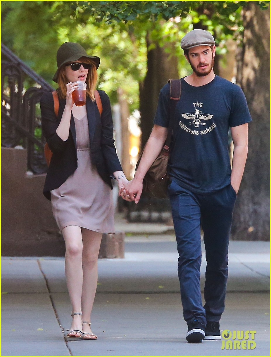 emma stone andrew garfield hold hands new york 083136563